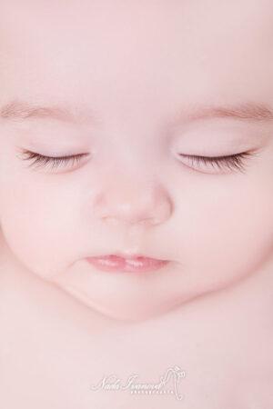photographe agde gros plan sur bebe qui dort
