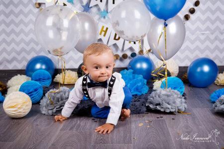 photographe beziers anniversaire avec fleur papier et ballon