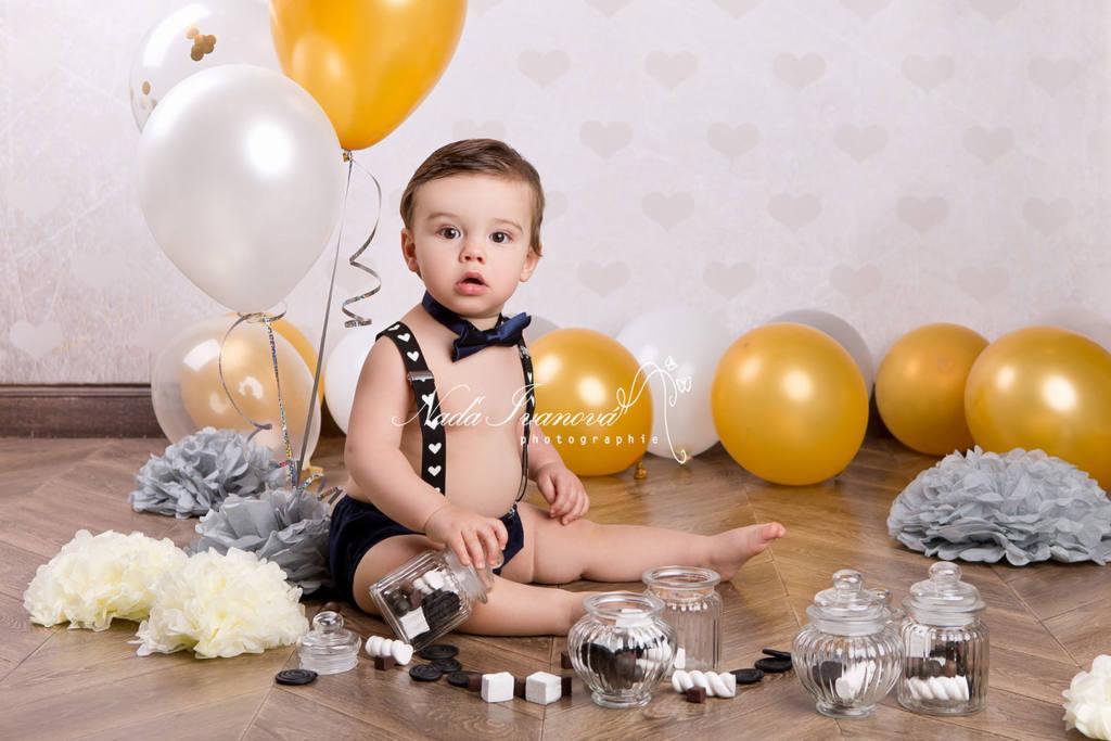 photographe clermont herault anniversaire 1 an avec ballon or et argent