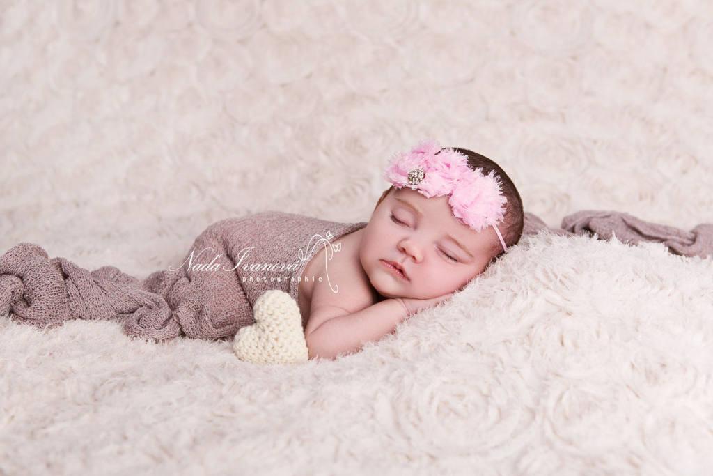 photographe agde bébé qui dort sur le coté