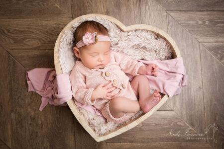 photo de bebe agde faites en studio par nada ivanova