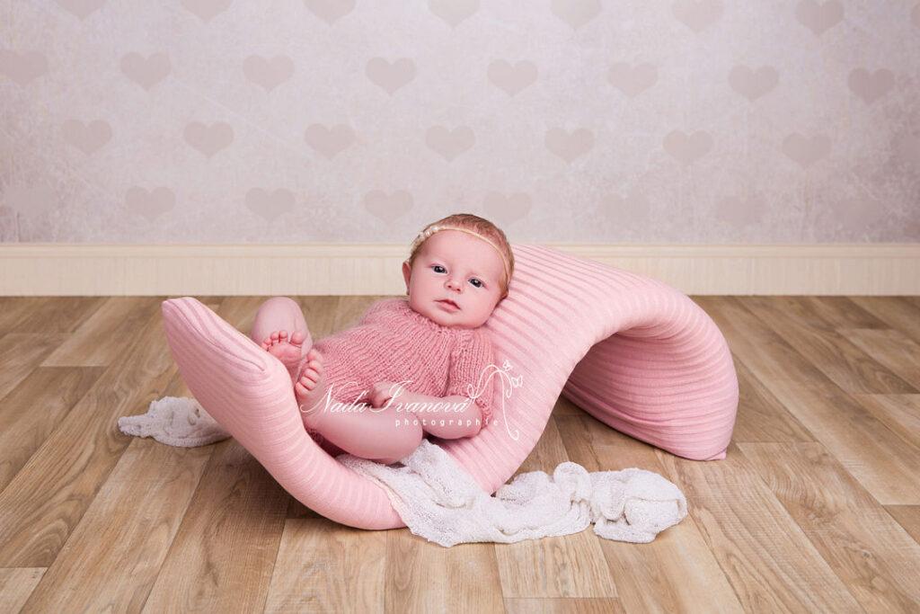 photographe beziers bébé avec les yeux ouverts