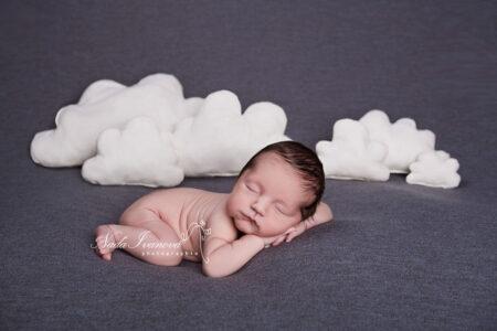 photographe beziers bébé avec nuage