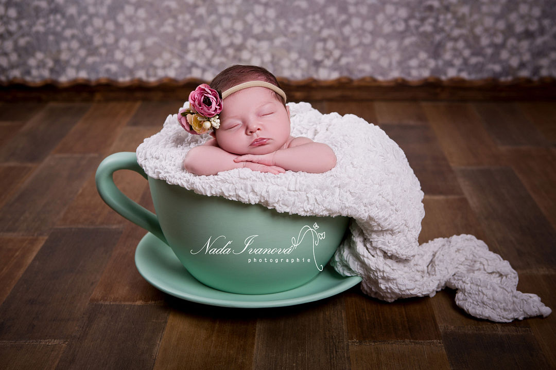 photographe montpellier bébé dans une tasse
