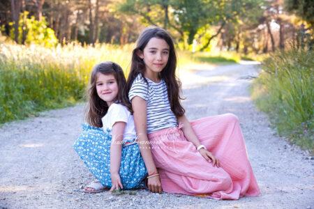 photographe montpellier petites filles assisent sur la route