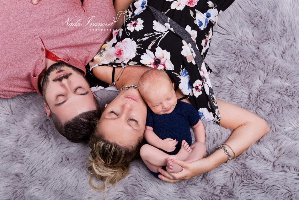 photographie bebe avec papa et maman
