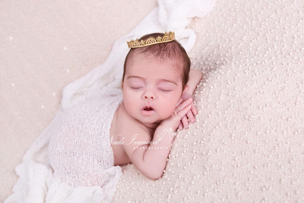 photo bebe en blanc beziers